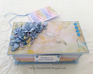 Caixa decorada flores furadores