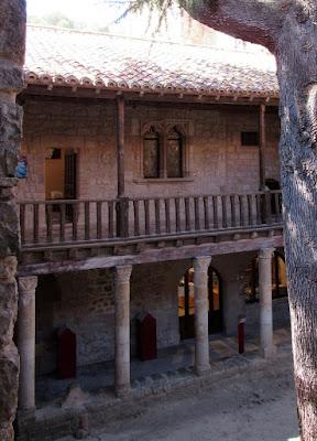 Casa del Abad, abadía de Lagrasse. Ruta por el País de los Cátaros.Francia