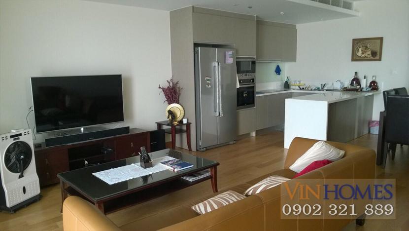 Bán căn hộ Vinhomes Central Park - phòng khách có tivi