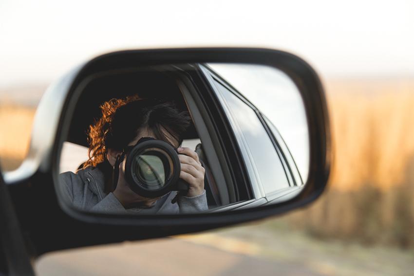 Reflexo no retrovisor do carro