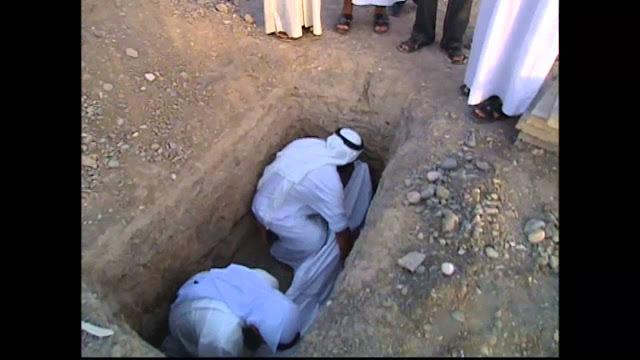 بكاء ميت قبل دفنة يثير دهشه الشيخ والمتواجدون !