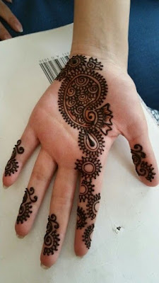 one line mehendi design for left hand