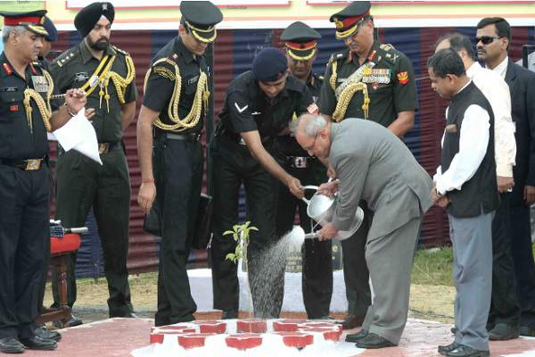 President Pranab Mukherjee inaugurates military station in Bengal