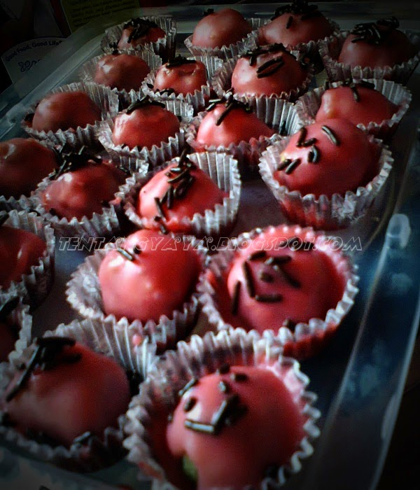 http://tentangyaya.blogspot.com/2013/08/resepi-cake-ball-kek-bebola-pandan.html