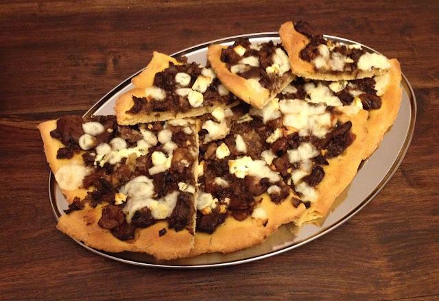 τέλεια πίτσα, χειμωνιάτικη πίτσα, χριστουγεννιάτικη πίτσα, πίτσα με κάστανα, παράξενο πιρούνι, paraxeno pirouni