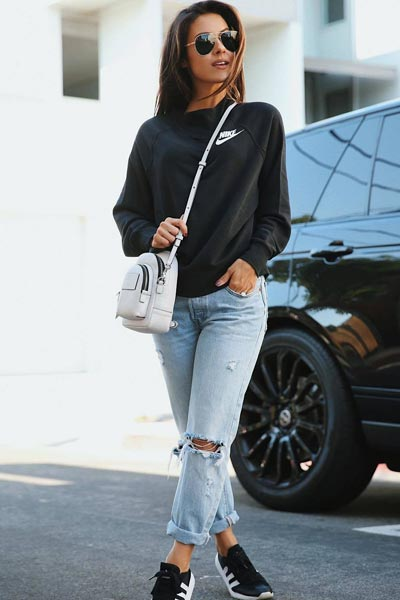 15+ Alternative Fall Outfits to Wear This Season | Nike Sweatshirt + Levi's Skinny Jeans + Adidas Sneakers