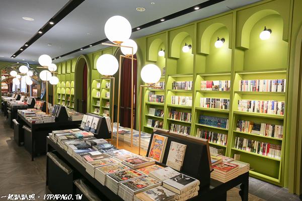 《台中.南屯》小書房台中秀泰文心店|午夜巴黎空間主題|台中最美書店