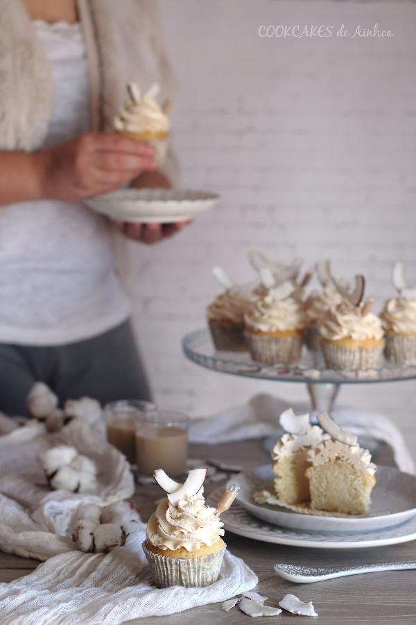 Cupcakes de Coco y Baileys. Quinto reto cupcakes revival. Cookcakes de Ainhoa