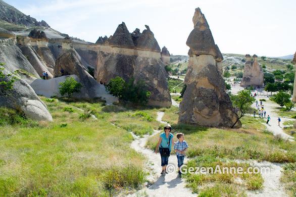Paşabağ Vadisinde peri bacaları arasında, Kapadokya