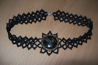 Tatting short necklace