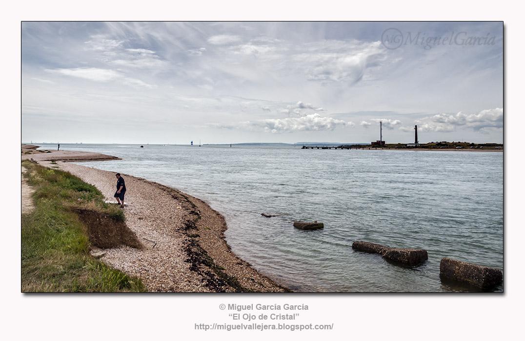 Hayling Island. Al frente, Portsmouth e Isla de Wight