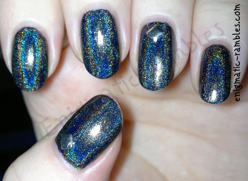 colors-by-llarowe-black-gold-texas-tea-4mm-silver-studs-nails-nail-art