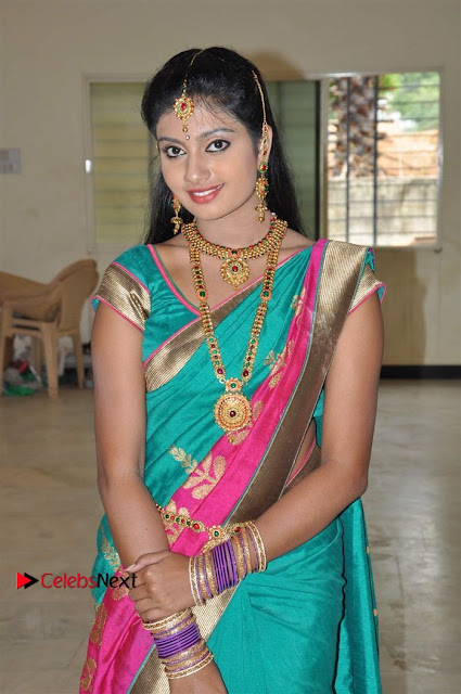 Uyirkkodi Tamil Movie Stills  0019.jpg