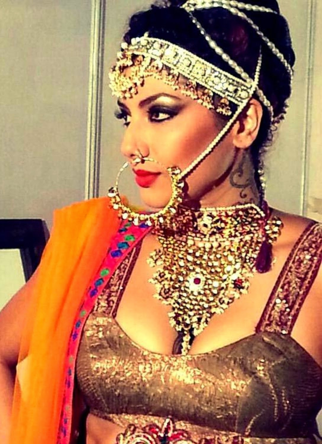 Bigg Boss season 8 Contestants Diandra Soares Wallpapers Free Download
