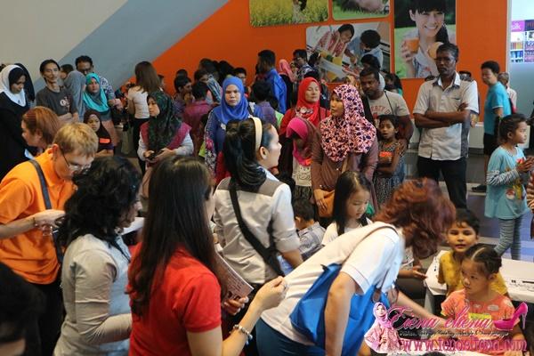Akitiviti menarik untuk kanak-kanak semasa Majlis Pelancaran Buku Aktiviti My Train-Ventures Sempena Pembukaan Fasa 2 MRT Sungai Buloh – Kajang