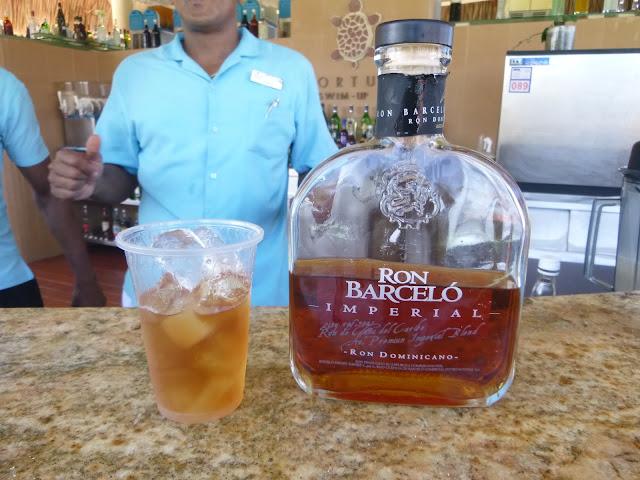 Rum Barceló Bávaro Imperial com gelo.