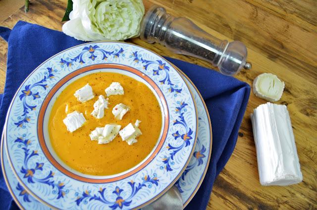 Crema De Zanahoria Y Jengibre Con Queso De Cabra