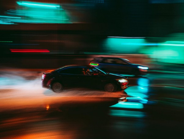 cars-on-the-wet-road-need-insurance-for-protection