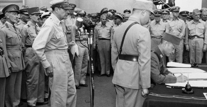 http://2.bp.blogspot.com/-HcIaQvLfZhs/VecRQywoMvI/AAAAAAABCF8/m2mVkquB_GQ/s1600/VJ_Day_Japanese_Surrender_Gen_Douglas_MacArthurMA29682679-0016.jpg