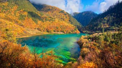 Enam Danau Indah Dengan Air Paling Jernih di Asia