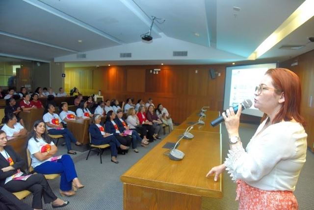 Servidoras da Assembleia, hoje de manhã, em palestra sobre câncer de mama. Foto: Agência Assembleia