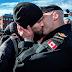 Sinais do fim: Dois afeminados protagonizam primeiro ''beijo gay'' da Marinha do Canadá