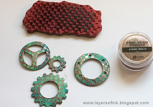 Layers of ink - Grunge It Up Tag Tutorial by Anna-Karin Evaldsson with Ranger embossing powders