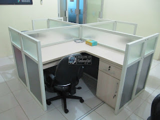 Meja Partisi Kantor - Cubicle Table