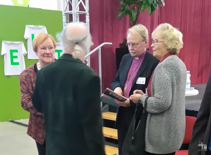 Presidentti Tarja Halonen, arkkipiispa Kari Mäkinen ja kirjailija Ritva Siikala Turun Kirjamessuilla 2016
