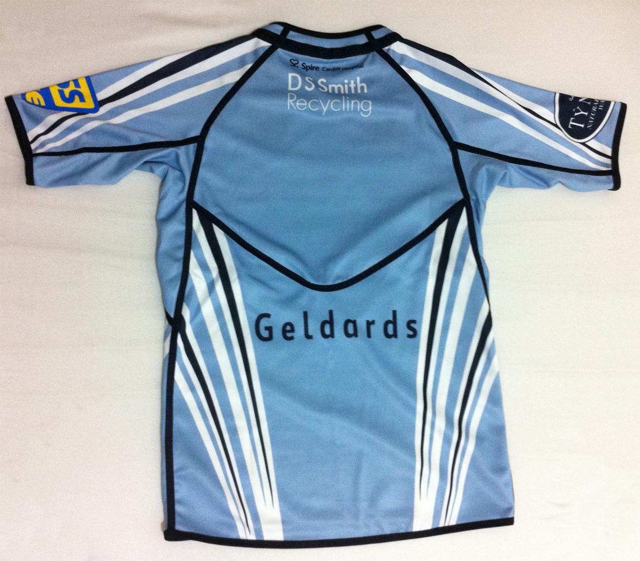 7d88e282da ... encontrar esta camisa na loja do clube, que enviou para o Brasil sem  nenhuma taxa adicional. Você pode encontrar em promoção nas lojas da Lovell  Rugby e ...