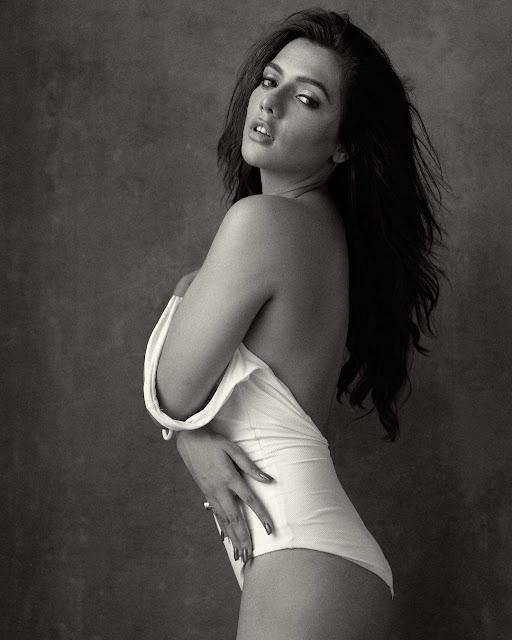 Ruhi Singh Super Hot & Spicy Bikini Pics