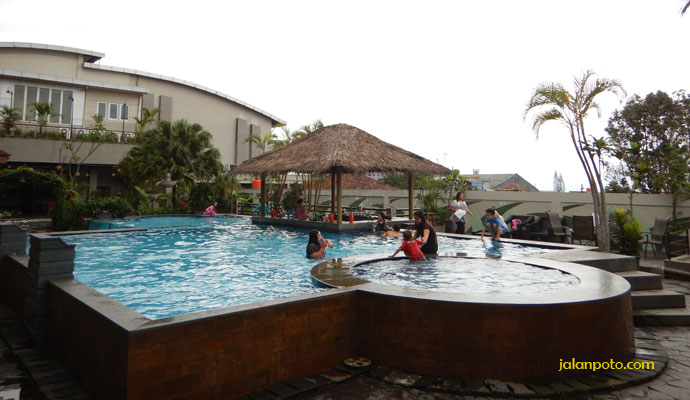 Kolam Hotel Banana Inn bandung