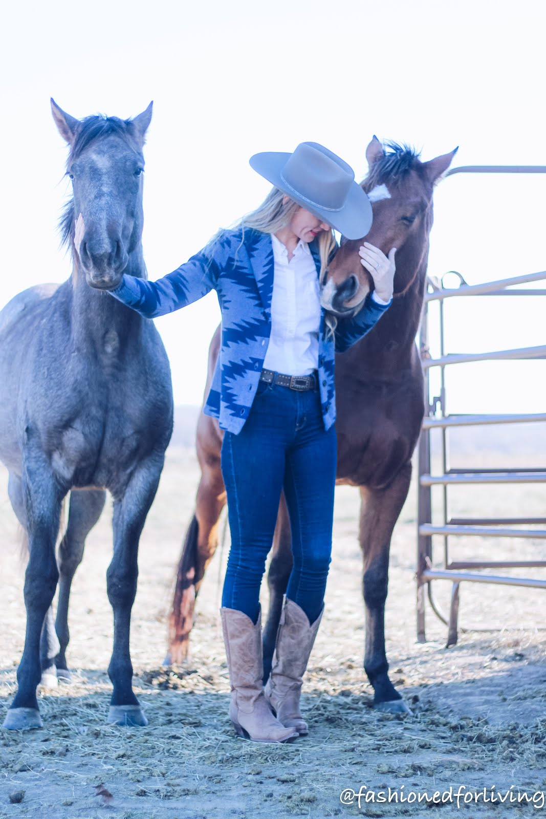 how to wear western outfits women