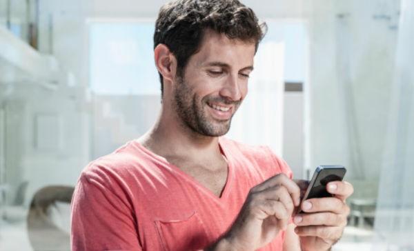 imagen hombre al celular