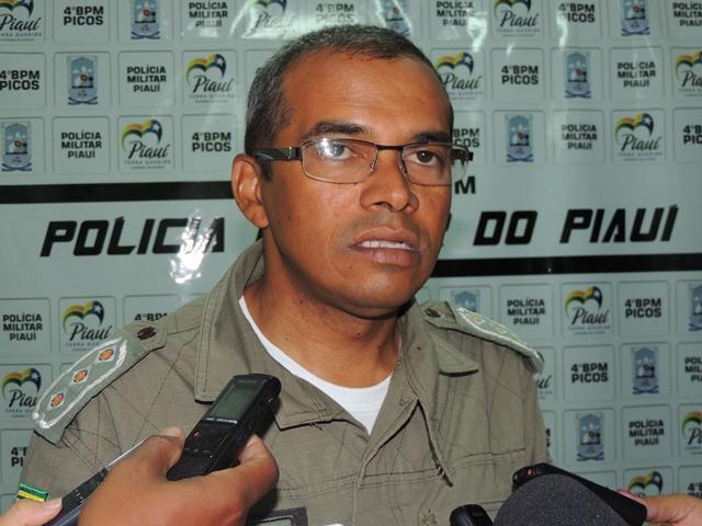 Capitão Santos aumenta contingente policial da PM local e anuncia Cartão Programa