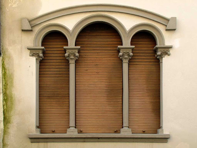 Triple window, Livorno
