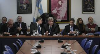 El Gobierno congeló el tratamiento de la ley de compre nacional que envió Francisco Cabrera a Diputados, porque la oposición le exigió llevar hasta 20% la preferencia de contratar a pymes locales y a 14% la de firmas grandes del país.
