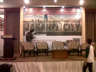 Pemasangan backdrop Seminar