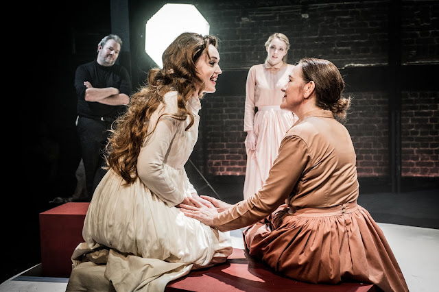 Britten: The Rape of Lucretia - Rob Murray (Male Chorus), Bethan Langford (Lucretia), Claire Swale (Lucia), Katherine Taylor-Jones (Bianca) - Grimeborn Festival (Photo Robert Workman)
