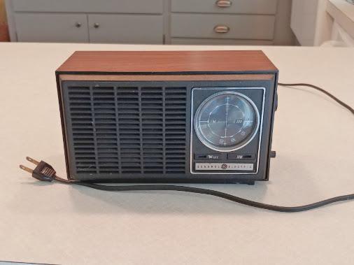 7 Days of Thrift Shop Flips - Day Seven - Upcycled Vintage Radio
