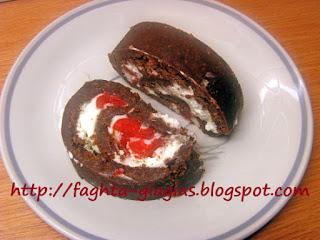 Σοκολατένιος κορμός με σαντιγύ - από «Τα φαγητά της γιαγιάς»