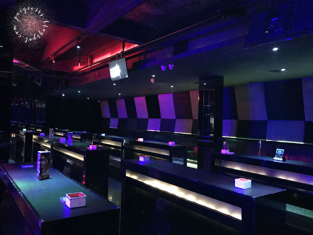 club-interior-party