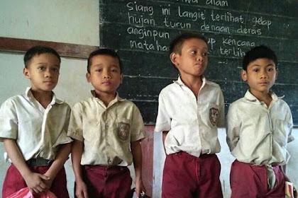 Video: Sekolah Bawa Keresek & Berpakaian Lusuh, Anak-anak Ini Minta Tas Kepada Jokowi