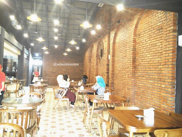 Papali steak house Padang lantai 2