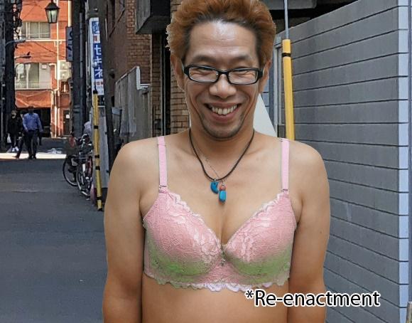 Japonês vestindo apenas um sutiã rosa-laranja é procurado pela polícia