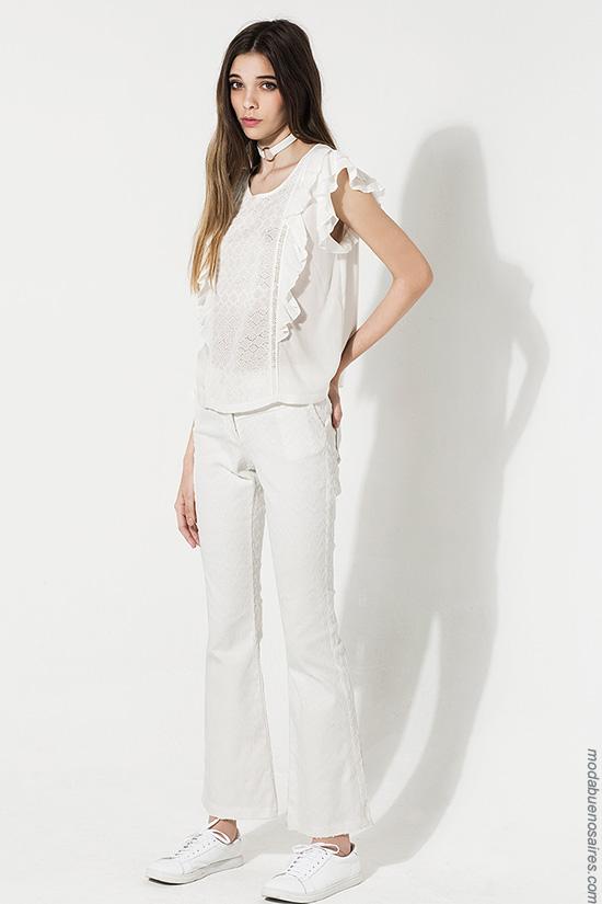 Moda mujer verano 2017 blusas y remeras delicadas con volados verano 2017 moda.