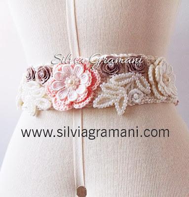 Colar, Cordão e Cinto com Flores de Crochê