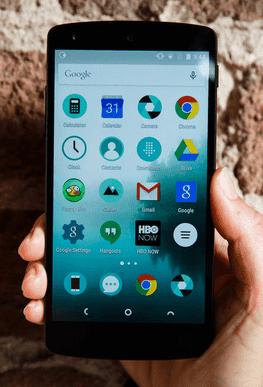NextBit didirikan oleh bekas pegawai Google, yang bekerja pada pengembangan Android untuk melahirkan hp baru berbasis cloud yang dijuluki NextBit Robin.