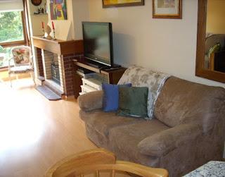 Sala com TV e lareira Gramado