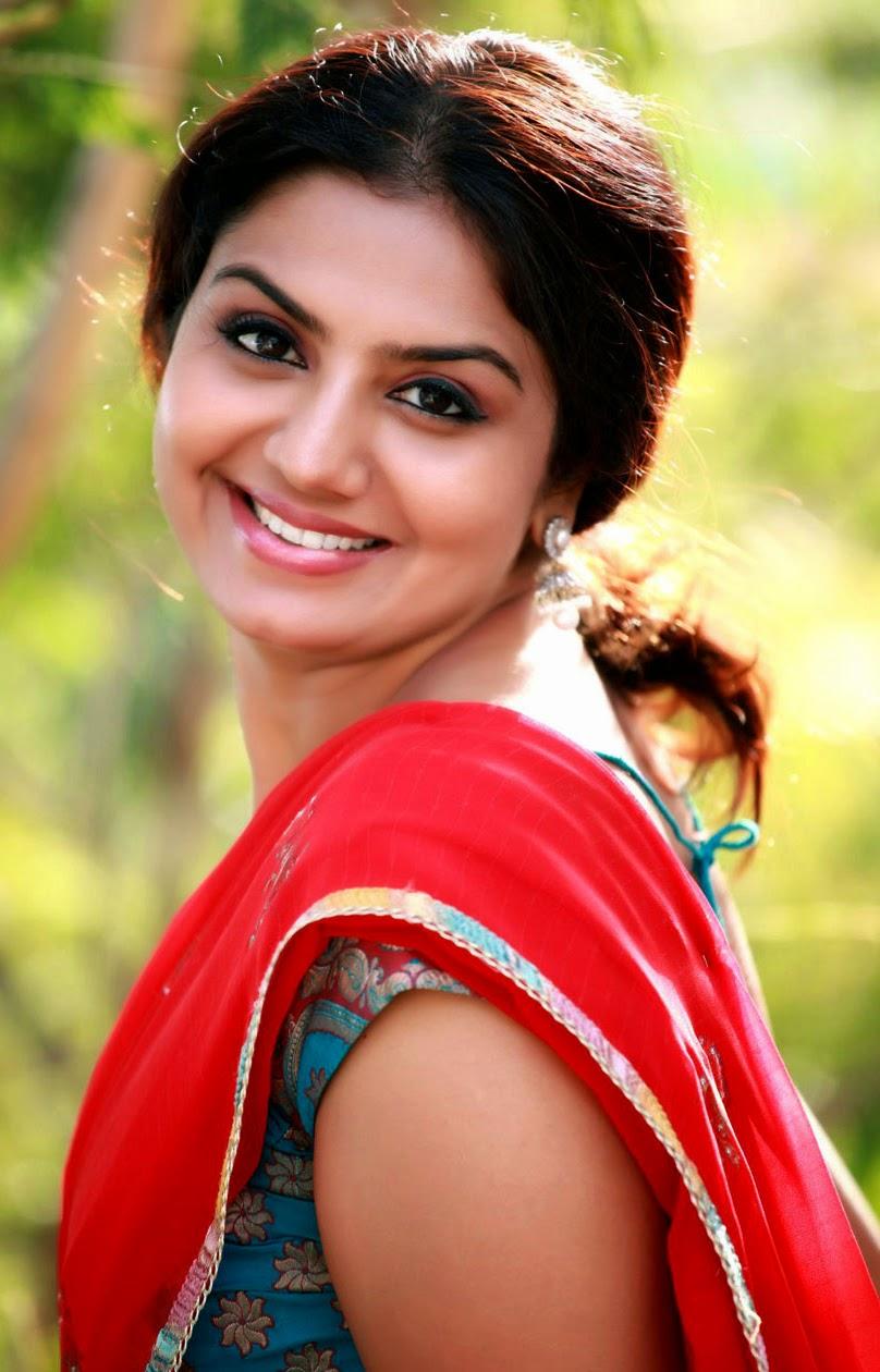 Cute Actress In Saree